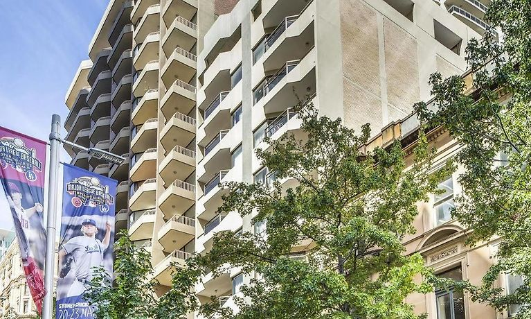 Amerikanischer Kühlschrank Metro : Metro apartments on king street sydney nsw